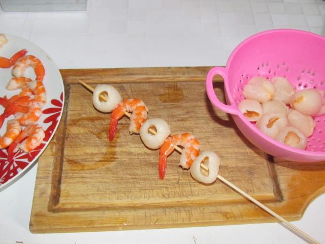 Brochettes de crevettes aux litchis light to me - Brochettes aperitives sans cuisson ...